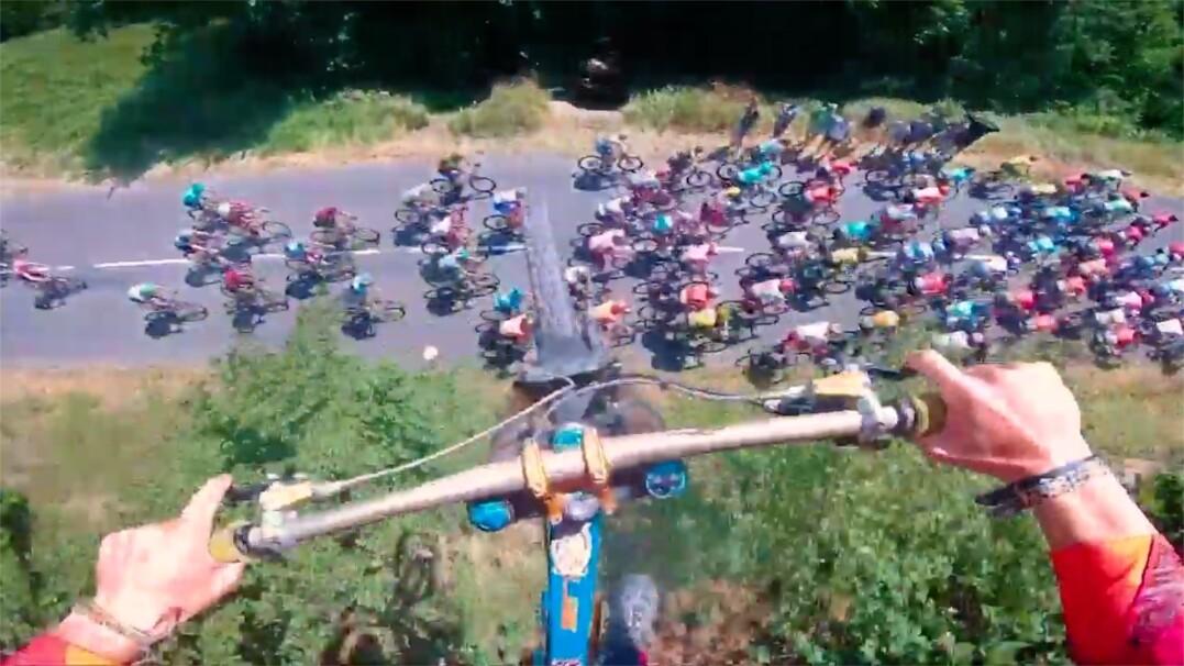 Przeskoczył nad uczestnikami Tour De France